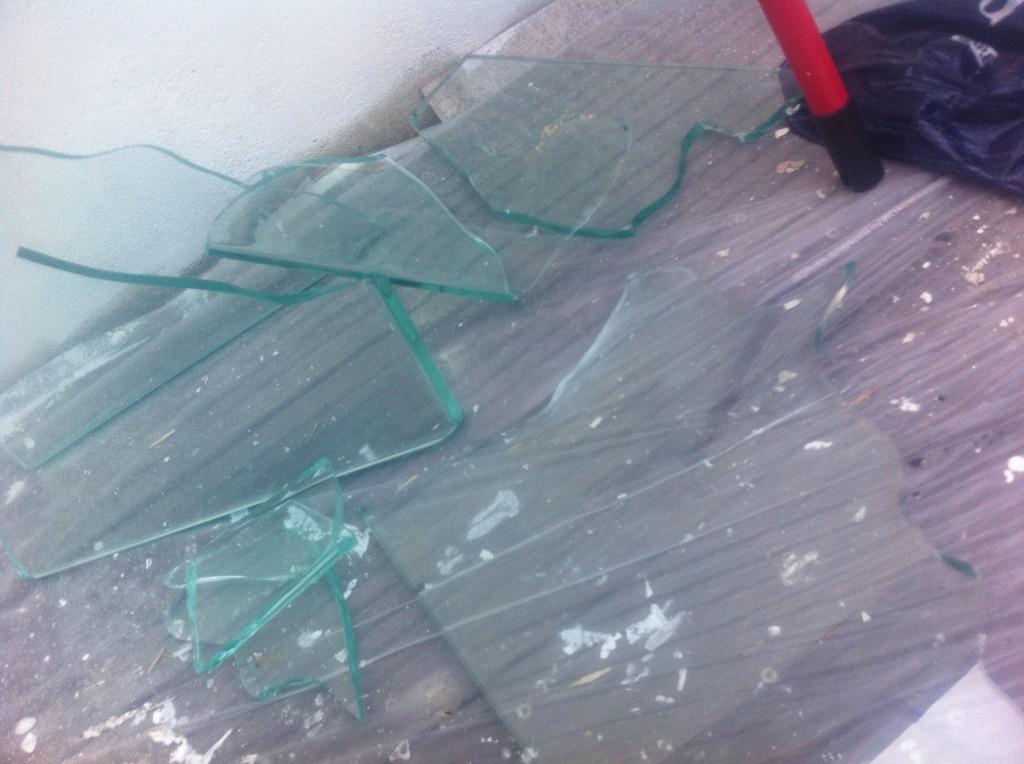 Table en verre trempe qui explose